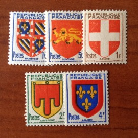 France num Yvert 834-838 ** MNH Armoiries Savoie Anjou Auvergne Année 1949