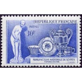 France num Yvert 1094 ** MNH Sevres Falconnet Année 1957